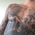 Justin Bieber se llena el torso de tatuajes
