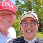 Trump juega al golf con el presidente de Japón